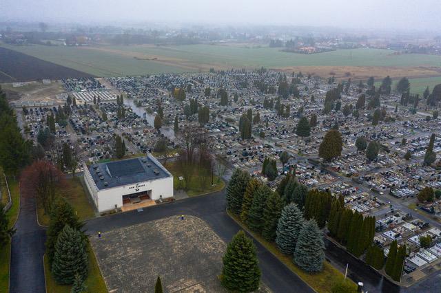 Rząd ogłosił decyzję o zamknięciu cmentarzy